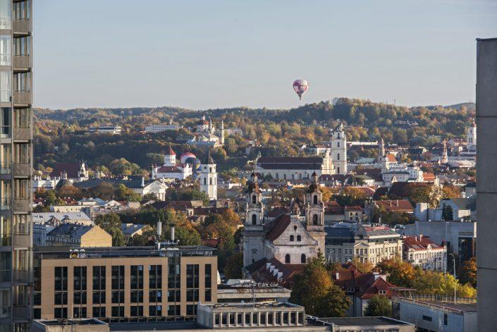 Vilniaus senamiesčio panorama su balionais