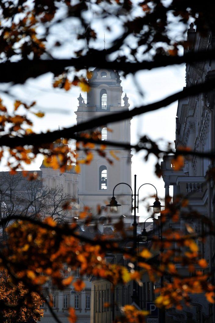 Šv. Jonų bokštas rudenį