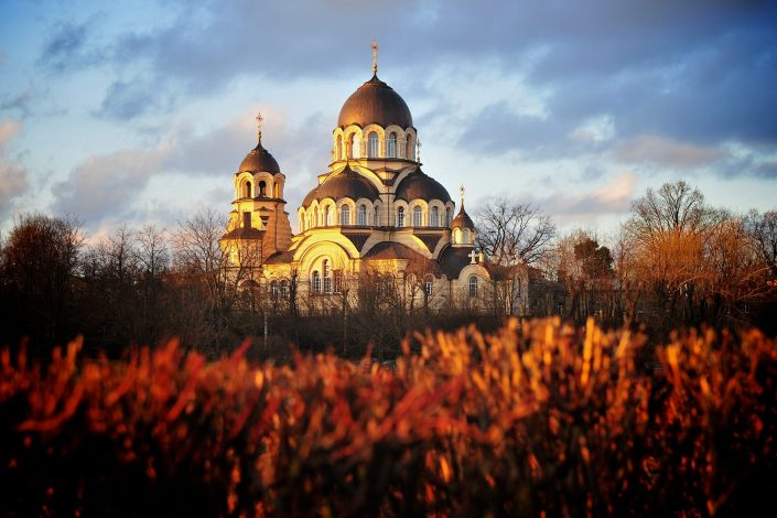 Cerkvė rudenį