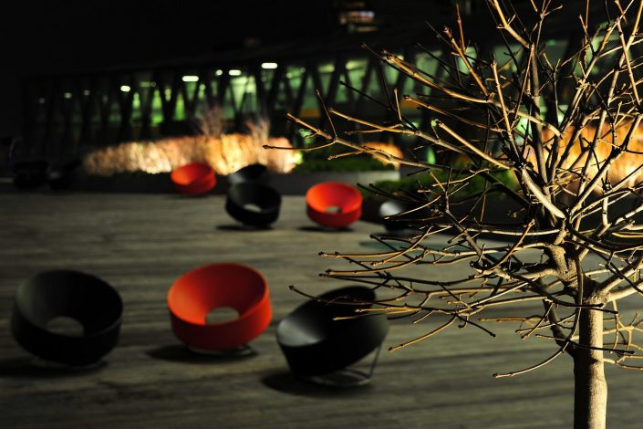 Swedbanko terasa naktį