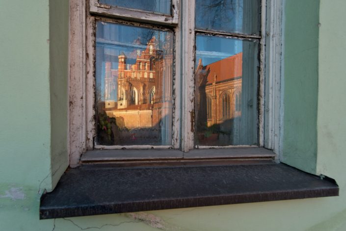 Bernardinų bažnyčios atspindys sename lange